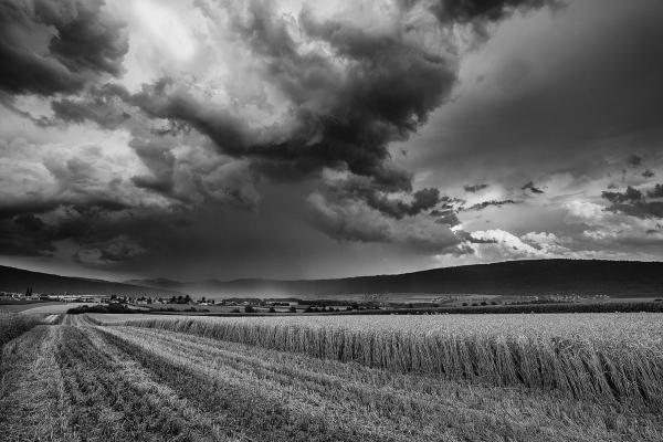 L'orage gronde au dessus du Val de Ruz